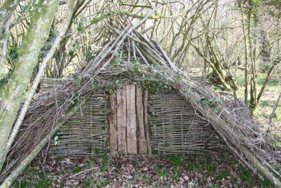 Постройка лесного убежища длительного пребывания
