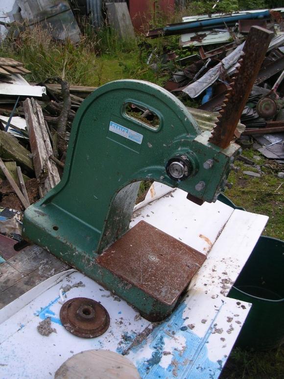 Старый пресс для топливных брикетов