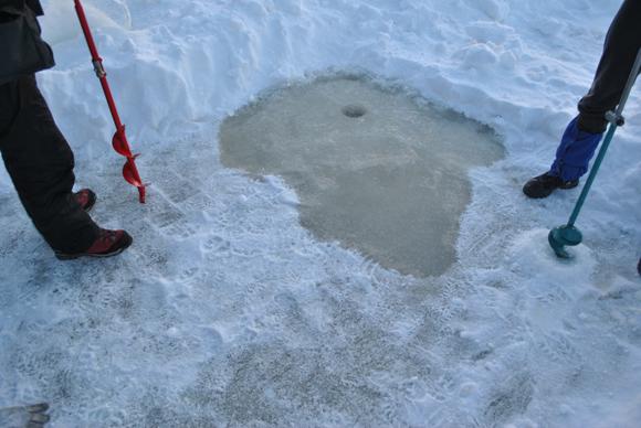 Лунки во льду