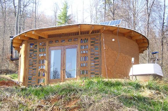Круглый дом из мешков с землей