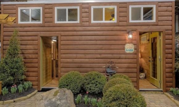 Дом из контейнеров в деревенском стиле
